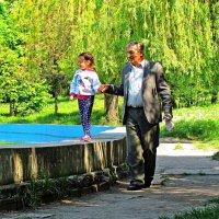 майским утром в парке Победы :: Александр Корчемный