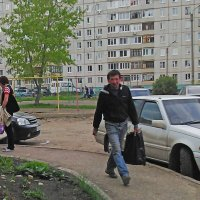 Спешащий к мусорным бакам :: Владимир Ростовский