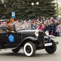 Штабной автомобиль «ГАЗ-А» в парадном расчёте на Центральной площади :: Владимир Максимов
