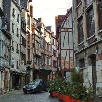 Провинциальная улица. Во Франции. :: Виктор Никаноров