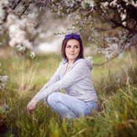 ♥♥♥ Анютка под деревом ♥♥♥ :: Alex Lipchansky