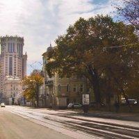 Осень в Замоскворе́чье :: Денис Масленников
