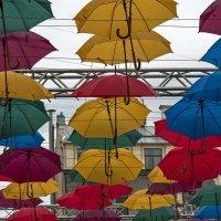 Улица парящих зонтиков. :: Владимир Питерский