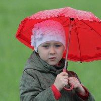 Красный зонтик. :: Александр Брикс