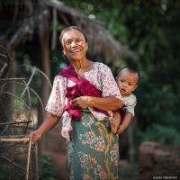 Счастливая бабушка... :: Alexey Terentyev