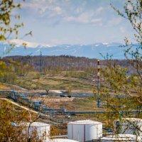 Цивилизация наступает... А в горах опять выпал снег. :: Сергей Щелкунов