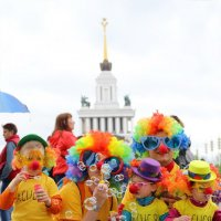 Пузыри на ВДНХ - весенний карнавал 3 :: Михаил Бибичков
