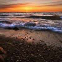 Волны прибоя на закате. :: Dmitri_Krzhechkovski Кржечковски