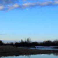 Луна и восход солнца :: Виктор Коршунов