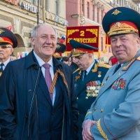Перед шествием ветеранов по Невскому проспекту :: Сергей Михайлов