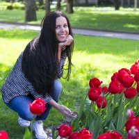 В тюльпанах. :: Юлия Куликова