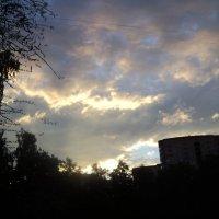 Тучи над городом встали, в воздухе пахнет грозой... :: Ольга Кривых