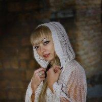 Портрет девушки в белом капюшоне :: Free
