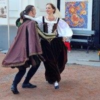 Старинный танец :: Ростислав