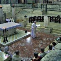 Католическая месса совершается около грота Благовещения в базилике Благовещения. Назарет. :: Leonid Korenfeld