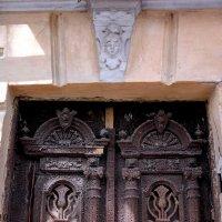 Старинные двери (фрагмент) :: Нина Бутко