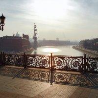 Пешеходный мост к храму Христа Спасителя :: Денис Масленников