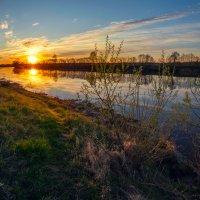 Рассвет на реке Дубна. :: Дмитрий Постников