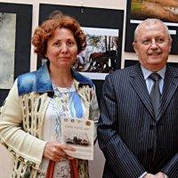 Художниця та фотограф на виставці :: Степан Карачко