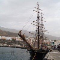 Мачтовый корабль в порту острова Пальма :: Natalia Harries