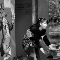 Хозяйка, этих еще кормить и кормить... :: Валентина Камбурова