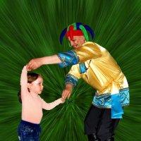 День защиты детей. Танец с петрушкой. :: Евгений Усатов