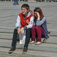 Северодвинск. Велопарад. Парочка без великов, слушают музыку :: Владимир Шибинский