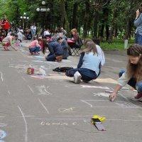 Мы рисуем на асфальте... :: Мария Климова