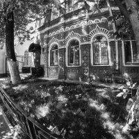Московский двор в разливе света, в начале радостного дня :: Ирина Данилова