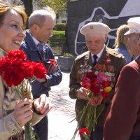 Цветы и солнце :: Евгений Гудин