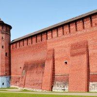 Башня и стены кремля. Коломна. :: Владимир Болдырев