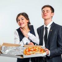 Порой могу я угадать по лицам: Его хозяин уважает пиццу. :: Николай Хондогий