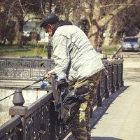 Кот - Рэкетир. Подходит к рыбакам и требует рыбу громким мяуканьем ... :: Алексадр Мякшин