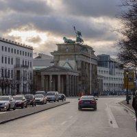 в городе :: Witalij Loewin