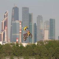 Мотофристайл в городском интерьере 2 :: Андрей Синявин