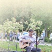 Вокал в парке :: Сергей