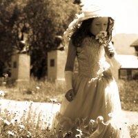 Девочка и цветочек :: Алеся Басаргина