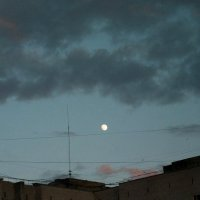 Луна над городом :: Николай Филоненко