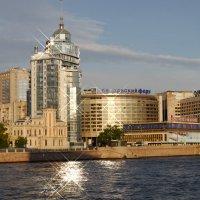 Дом на набережной :: Дмитрий Лебедихин