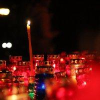 ...А свечи плачут за людей, сгорая плачут свечи.... :: Дмитрий Иншин