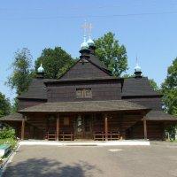 Деревянный  храм  в  Коломые :: Андрей  Васильевич Коляскин