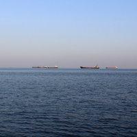 Рейд грузовых кораблей :: Анастасия Прокопчук