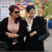 Две дамы в переулке :: sv.kaschuk