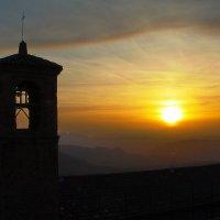 Закат над колокольней :: M Marikfoto
