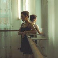 Перерыв в классе танцев :: Максим Шмаков