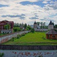 Монастырская лужайка... :: марк