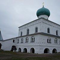 Троицкий собор, четвертый на этом месте, построен в 1695 г. :: Елена Смолова