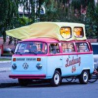 Бодрящий кофе от грустного автобуса :: Alexander Asedach