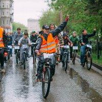 Велопарад под дождем :: Максим Шмаков
