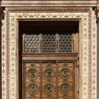 Двери собора святого Стефана :: Дмитрий Лебедихин